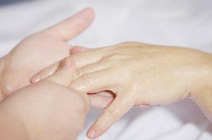 Bei einem Allergietest beobachtet man unteranderem die Reaktionen auf der Haut gegenüber aufgetragenen allergenen Substanzen.