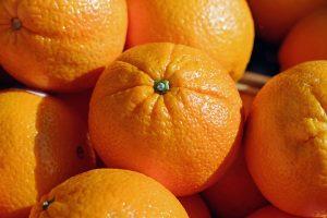 Vitamin C aus Orangen stärkt die Abwehrkräfte und beugt allergischen Beschwerden vor.
