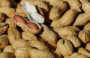 In Lebensmitteln sollte man auf Spuren von Nüssen achten.