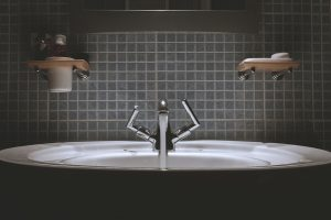 Badezusätze können bei Neurodermitis helfen.