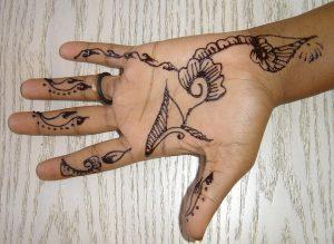 Symptome eine Henna-Allergie zeigen sich in erster Linie auf der Haut.