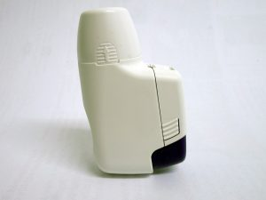 Inhalatoren helfen dabei das Asthma-Medikamente tief in die Lunge einzuatmen.
