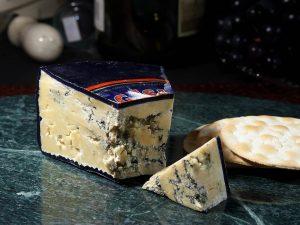 Auch Edelschimmel in Lebensmitteln wie Käse kann Allergien auslösen.