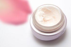Symptome der Hyaluron-Allergie die von Kosmetika ausgelöst werden kann.