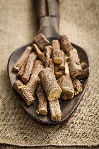 Lakritze oder Lakritz ist der Wurzelextrakt des Echten Süßholzes.