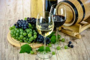 Sulfite können sich in Wein und Tafeltrauben befinden.