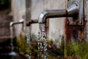 Bei einer Wasserallergie kann der Kontakt mit Wasser zu allergischen Beschwerden führen.