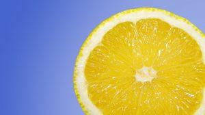 Vitamin C welches reichlich in Zitrusfürchten enthalten ist kann auch zu Allergien führen.